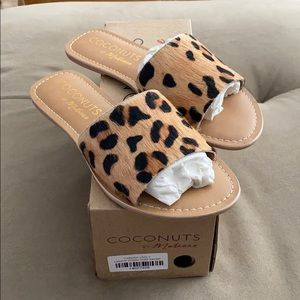 ✨Brand New ✨Coconuts by Matisse Cabana Slides